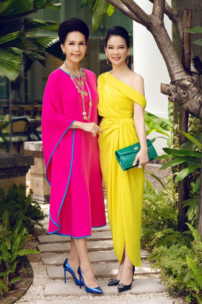 <p> Diễn viên Diễm My và người đẹp Thủy Hương mặc sang trọng đến dự tiệc.</p>