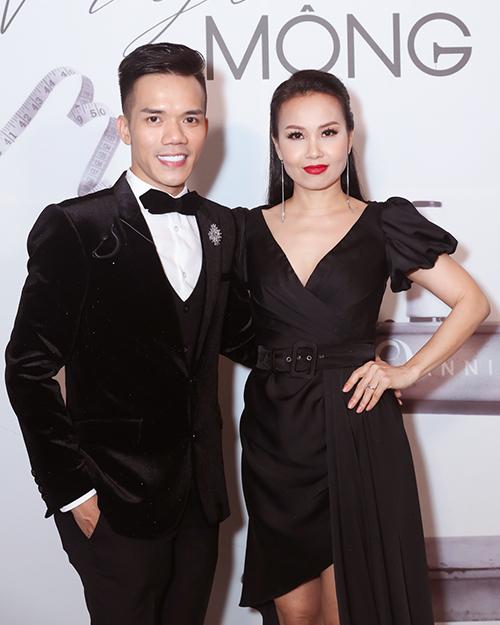 Cẩm Ly là người chị cũng là khách hàng thân thiết lâu năm của NTK Tuấn Trần.