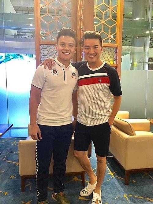 Đàm Vĩnh Hưng thừa nhận mình là fan cứng của Quang Hải. Dõi theo trận đấu ở nhà, khi nam cầu thủ