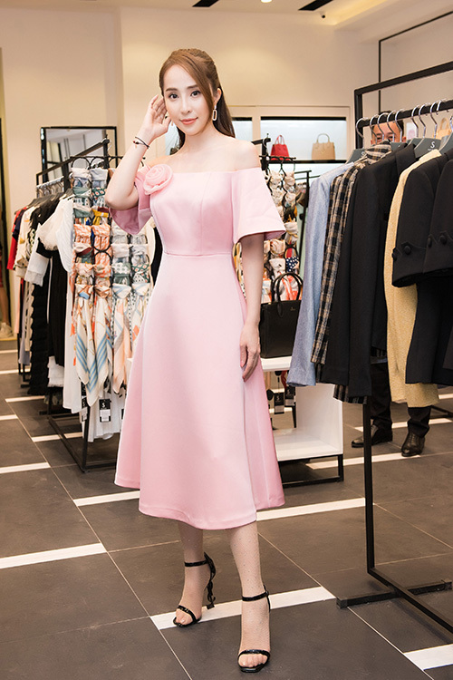 Tối 10/10, thương hiệu thời trang Sohee tổ chức sự kiện khai trương showroom mới tại thành phố Bắc Giang. Sự kiện thu hút sự đông đảo người dân bởi sự xuất hiện của dàn người đẹp