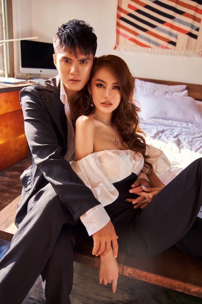<p> Linh Chi từng đoạt danh hiệu Á khôi 2 Miss Ngôi Sao 2011, Á hậu 2 Hoa hậu phụ nữ Việt Nam qua ảnh 2012... Cô đầu quân về công ty Venus nhưng tách ra từ năm 2016.</p>