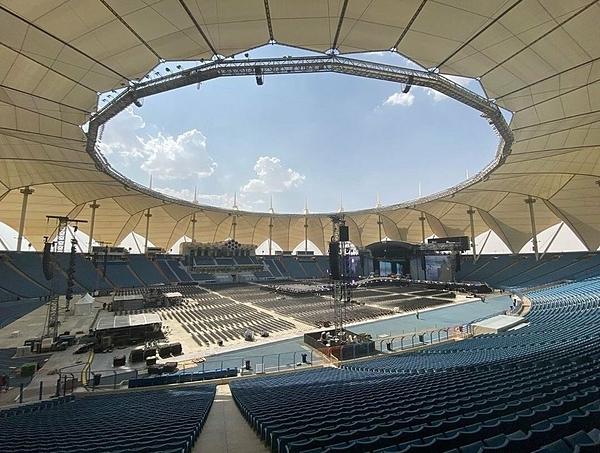 Sân vận động King Fahd Stadium có sức chứa 68.000 chỗ ngồi.