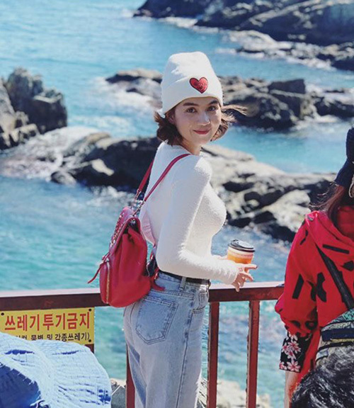 Ngọc Trinh mặc nhí nhảnh đi chơi Hàn Quốc.