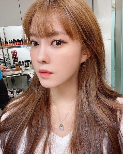 Hyo Min cắt mái thưa