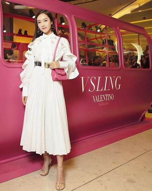 Jessica khoe style thanh lịch trong sự kiện của Valentino.