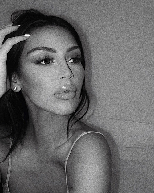 Bản sao của Kim Kardashian và Kylie Jenner - 5