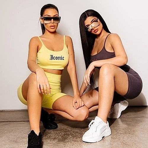 Bản sao của Kim Kardashian và Kylie Jenner