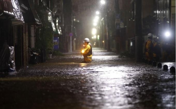 <p> Một khu dân cư ở phường Ota của Tokyo bị ngập nước.</p>