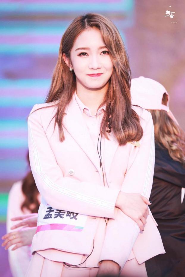 <p> Mạnh Mỹ Kỳ có 36 lần xuất hiện trên hot search Weibo. Cô nàng lần đầu lấn sân sang diễn xuất với bộ phim điện ảnh <em>Tru Tiên</em>, hợp tác cùng Tiêu Chiến, Lý Thấm.</p>