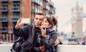 Những rắc rối 'hiện đại' trong chuyện tình cảm