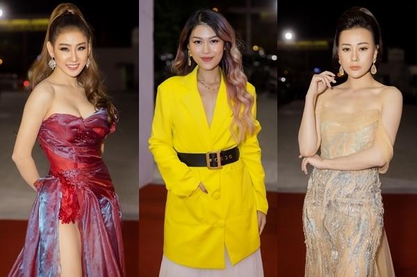 Thảm đỏ chương trình chào đón top 3 mỹ nhân xuất sắc nhất gồm: DJ Oxy, Ngọc Thanh Tâm,