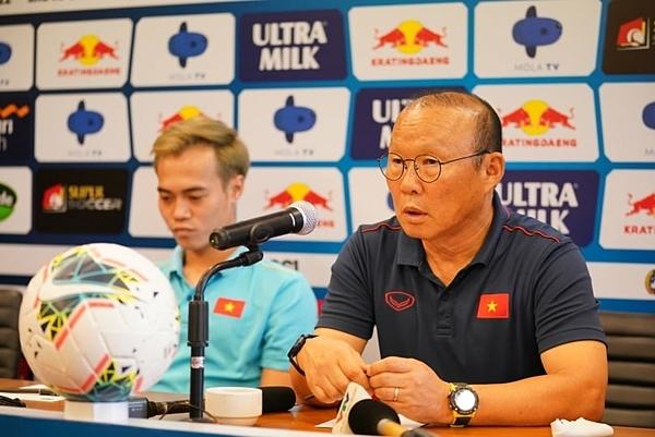 HLV Park Hang-seo tham dự họp báo chiều 14/10.
