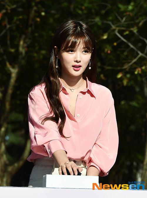 Kim Yoo Jung thông báo không tham gia sự kiện quảng cáo trong chiều 14/10sau sự ra đi của đồng nghiệp trong ngành giải trí.