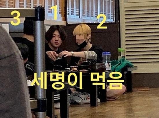 Jung Kook đi uống rượu cùng bạn bè,trong đó có A (tóc vàng),tại một quán nhậu gần TA2LUV,