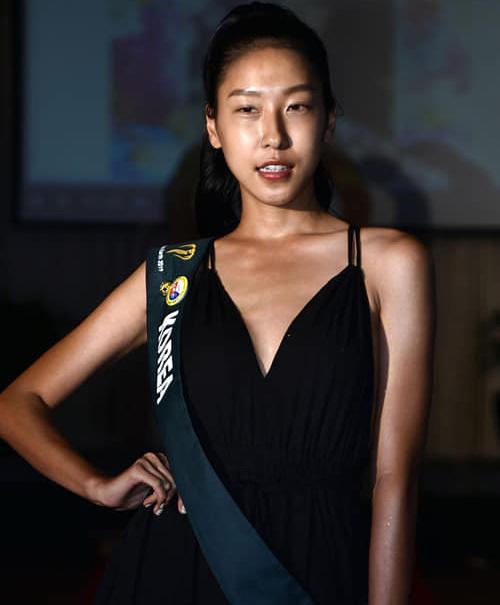 Gương mặt của đại diện Hàn Quốc không được đánh giá cao về các tỷ lệ.