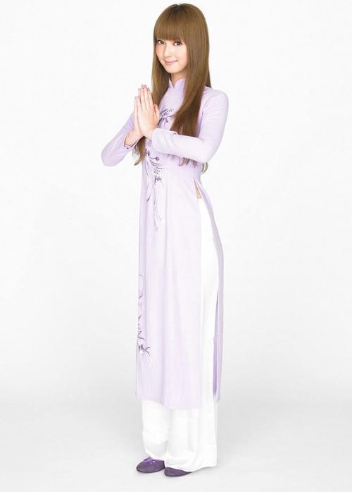 Mỹ nhân đẹp nhất Nhật Bản Nozomi Sasaki đáng yêu trong bộ áo dài tím.
