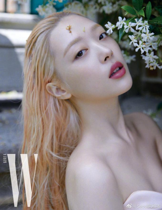 <p> Nữ ca sĩ sinh năm 1994 đẹp khả ái với phong cách thần tiên trong bộ ảnh của tạp chí W số tháng 8 năm nay.</p>