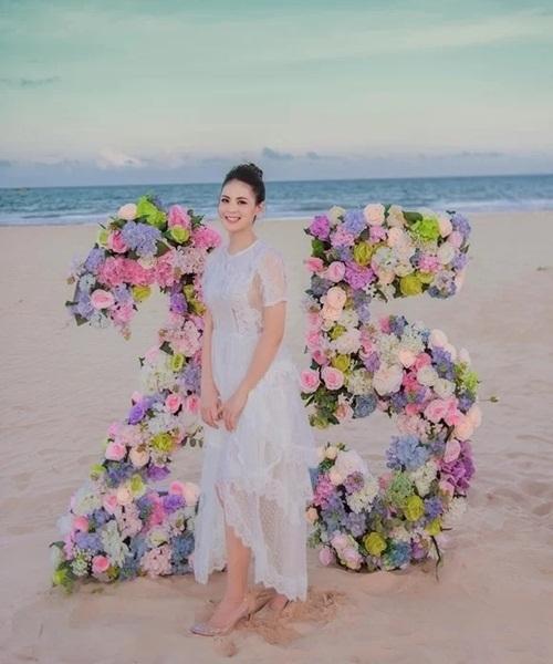 Trà My là chị gái thứ ba của Sang Lê. Cô sinh năm 1987, hiện kinh doanh thời trang tại Phú Yên. Cô nói Sang là em út trong nhà nên được ba chị gái chiều chuộng. Muốn em gái có tiệc sinh nhật đáng nhớ, cô dành nhiều thời gian lên kế hoạch làm tiệc.