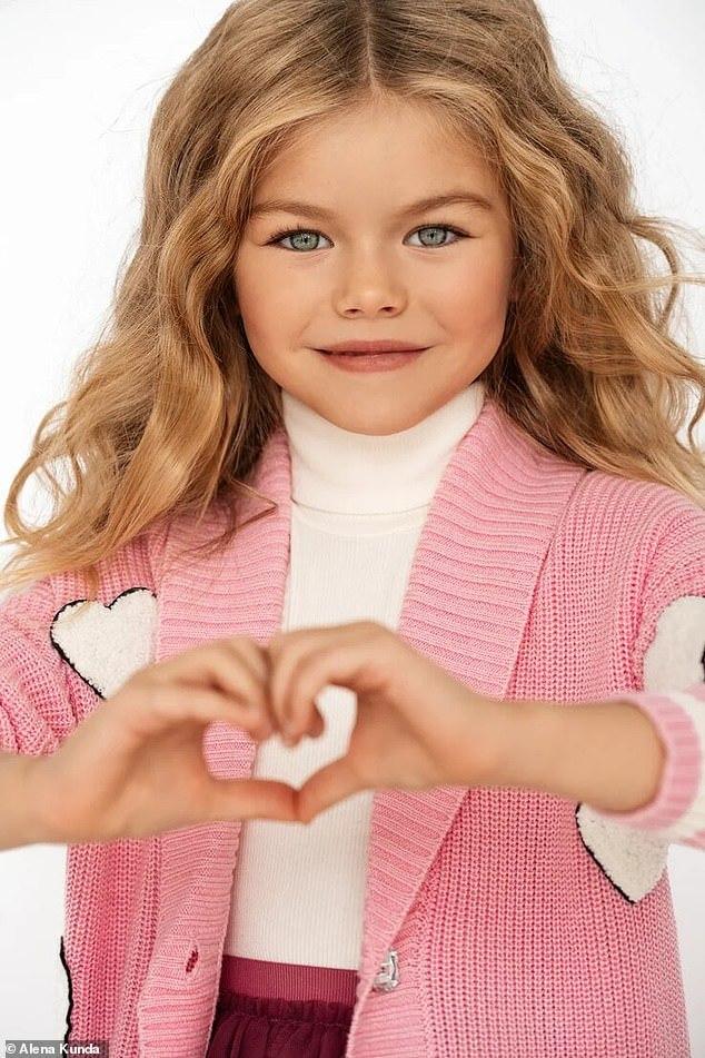 """<p> Phần lớn bình luận đều khen cô bé xinh đẹp, dễ thương, ngọt ngào, so sánh bé với """"một thiên thần nhỏ"""".</p>"""
