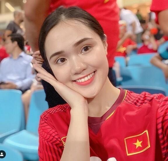 Quỳnh Anh chúc mừng bạn trai và đội tuyển Việt Nam.