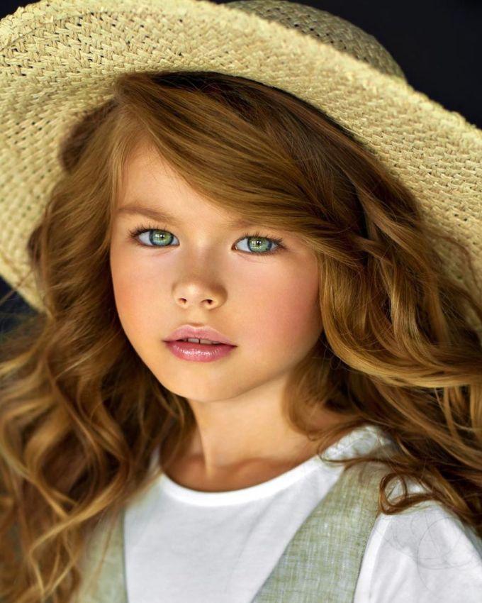 """<p> Alina Yakupova (6 tuổi) đến từ Moskva, Nga được mệnh danh là """"cô bé dễ thương nhất thế giới"""".</p>"""