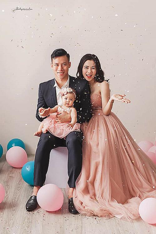 Quế Hải cùng vợ và con gái.