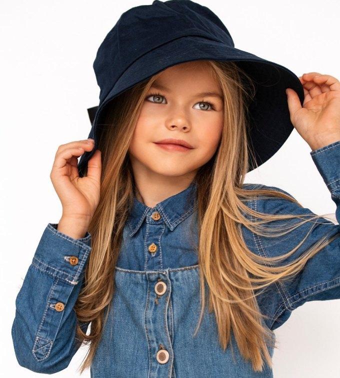 <p> Alina thuộc sự quản lý của công ty quản lý người mẫu nhí President Kids Management. Roman Kukhar - quản lý của bé - đã khen ngợi sự chăm chỉ trong công việc và nhanh chóng tiến bộ với nghề người mẫu của Alina.</p>