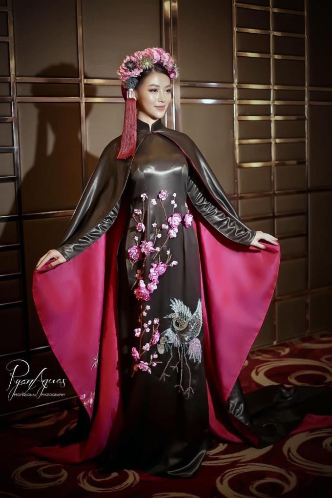 <p> Giá trị của bộ trang phục lên tới $20.000 (hơn nửa tỷ đồng).</p>