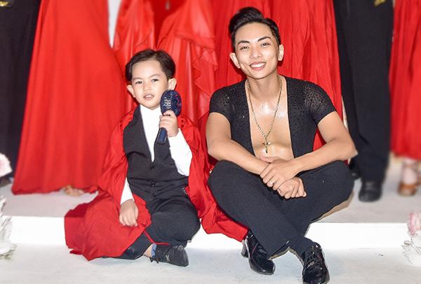 Thời điểm này, Kubi cũng học nhảy một cách tập trung hơn. Chắc là vợ chồng tôi sẽ sớm cho Kubi đi biểu diễn, thậm chí thi đấu vì cậu nhóc đã sẵn sàng về tâm lý, Khánh Thi khoe.