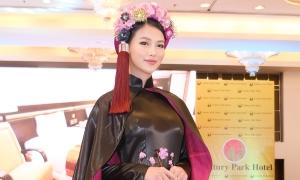 Phương Khánh mặc áo dài nửa tỷ đồng