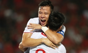 Khoảnh khắc tuyển Việt Nam ôm nhau ăn mừng bàn thắng