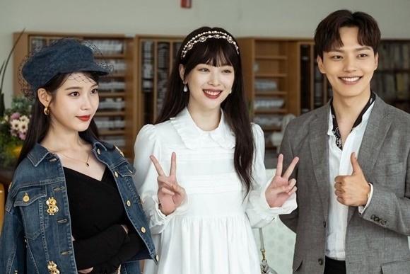 Năm 2019, Sulli mới chịu tái xuất màn ảnh bằng vai diễn khách mời trong Hotel Del Luna - bộ phim đình đám nhất trong năm. IU đã ngỏ lời mời cô bạn thân tham gia chỉ 2 tập và Sulli đã gây ấn tượng mạnh bằng nét đẹp trong veo, tươi mới, Nữ ca sĩ vào vai JI Eun - cháu gái của ngài chủ tịch trùm tài phiệt đã qua đời. Ngàu chủ tịch muốn mai mối Ji Won với Goo Chan Seung và điều này khiến bà chủ khách sạn Jang Man Wol (IU) nổi cơn ghen.