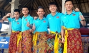 Thầy trò Park Hang-seo mặc sarong chụp ảnh ở Bali