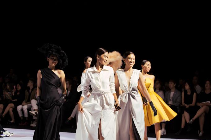 <p> Kết thúc fashion show, sẽ chỉ còn 45 thí sinh được bước vào vòng bán kết, chung kết cuộc thi.</p>