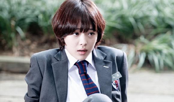 Sulli dừng đóng phim vài năm để tập trung tập luyện ở thành idol. Ngay sau khi F(x) ra mắt, cô nàng trở thành nữ thần thế hệ mới của Kpop và là nhân tố được SM ưu ái hết mức. Năm 2012, Sulli đảm nhận vai chính trong To The Beatiful You. Đây là bộ phim được chuyển thể từ bộ truyện tranh Nhật Bản mang tên Hana-Kimi. Thành viên F(x) vào vai nữ sinh Goo Jae Hee và quyết tâm giả trai, nhập học trường nam sinh để theo đuổi thần tượng Kang Tae Joon (Choi Min Ho đóng). Tuy nhiên, bộ phim có rating ảm đạm, diễn xuất của 2 thần tượng bị chê nhạt nhòa, không có cảm xúc.