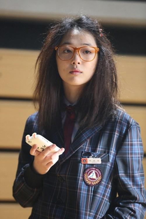 Năm 2014, Sulli quyết định rời F(x) và tuyên bố tập trung vào diễn xuất. Cô nàng tham gia bộ phim điện ảnh Fashion King cùng Joo Won và Ahn Jae Hyun. Nữ ca sĩ vào vai cô nàng Hye Jin có ngoại hình quê mùa và dành tình cảm thầm lặng cho nam chính. Đây tiếp tục là bộ phim thất bại của Sulli, bị đánh giá thấp về mặt diễn xuất và tạo hình.