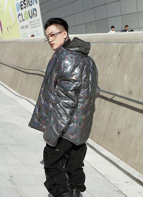 Những năm đầu 2010, HKT từng là nhóm nhạc bị chê thảm họa thời trang. Qua thời gian, các thành viên đều có sự thay đổi phong cách, rõ nét nhất là Ti Ti khi đi theo hướng bảnh bao, sành điệu hơn.