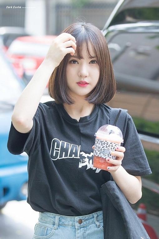 Sở hữu đôi mắt to tròn, đôi môi chúm chím và làn da trắng trẻo, Eun Ha được khen là xinh xắnnhư búp bê.