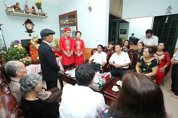 Cuối cùng thì hai bên gia đình vẫn tổ chức được lễ ăn hỏi theo đúng nghĩa.