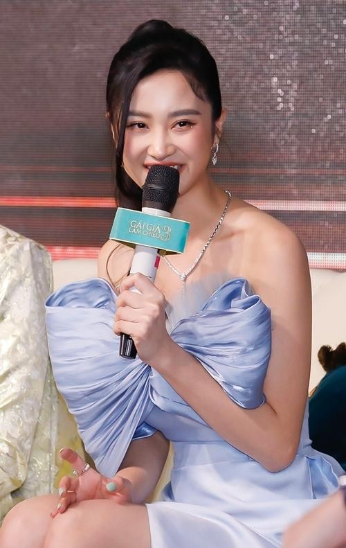Lan Ngọc - Jun Vũ gợi cảm khi làm gái già lắm chiêu - 4