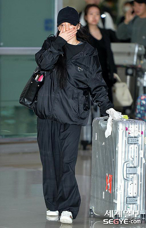 Goo Hara về Hàn sau cái chết của người bạn thân.