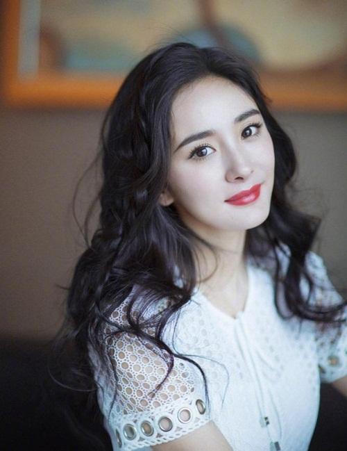 Fan nhận xét Dương Mịch xinh đẹp hơn khi không để tóc mái...