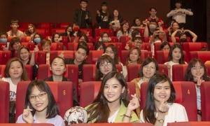 Fan bao rạp phim chúc mừng Hoàng Yến Chibi