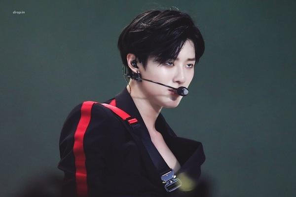 SeungYoun từng ra mắt với nhóm UNIQ nhưng không được chú ý,hiện anh đang hoạt động với nhóm nhạc X1.