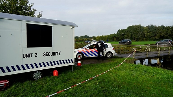 Cảnh sát phong tỏa khu vực Ruinerwold, thành phố de Wolden, Hà Lan.