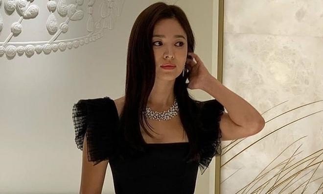 Song Hye Kyo gây tranh cãi khi xuất hiện trong sự kiện