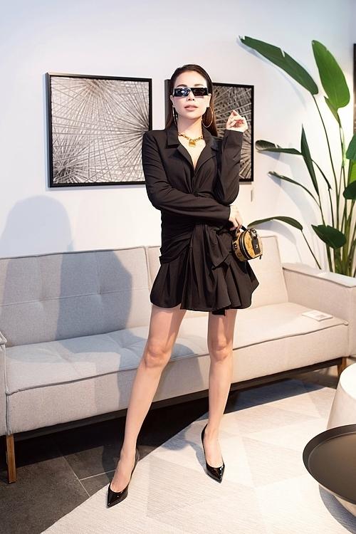 Đầu tư gần 100 triệu đồng cho một lần đi sự kiện, Trà Ngọc Hằng chia sẻ, cô luôn muốn mình đẹp và ấn tượng nhất mỗi lần xuất hiện.Tôi mất nhiềuthời gian chuẩn bị trang phục. Là nghệ sĩ, tôi nghĩ mình cần chỉn chu và luôn luôn phát triển hình ảnh theo hướng hoàn thiện nhất, cô nói.