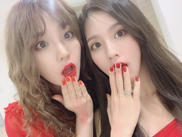 Yu Qi và Mi Yeon (G)I-DLE