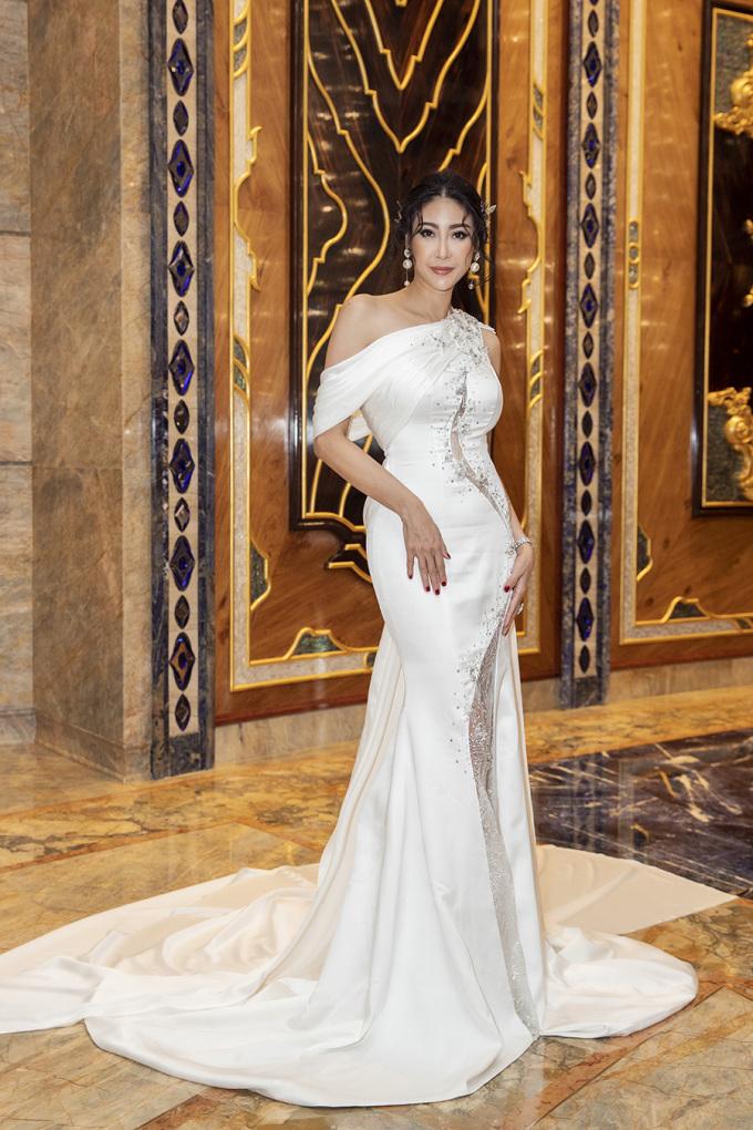<p> Hoa hậu Hà Kiều Anh khoe nhan sắc không tuổi.</p>