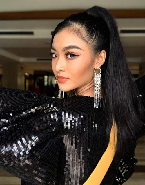Kiều Loan khoe khả năng tự trang điểm, làm tóc khi thi Miss Grand International 2019.